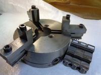 Патрон токарный 200 мм с 2-мя комплектами кулачков. Отличное состояние. Польша